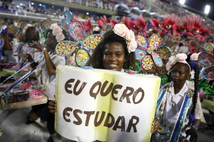 2º dia: Beija-Flor faz crítica política e Salgueiro emociona no Rio