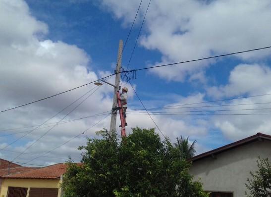 Prefeitura de Prata realiza serviços de iluminação e outros reparos na cidade