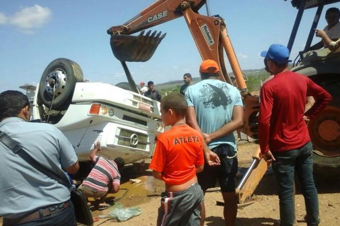 Ex-prefeito de Camalaú fica ferido após colisão entre veículos no Cariri