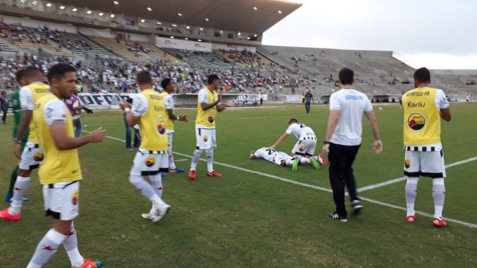 Botafogo goleia Desportiva e encosta no líder Campinense
