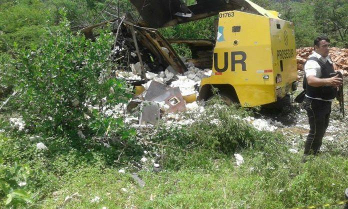 Bandidos explodem carro-forte no interior da Paraíba