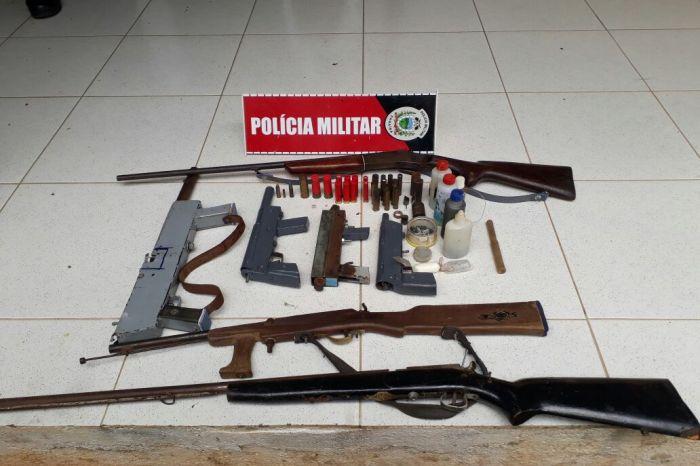 Polícia descobre fábrica de armas de fogo e recupera motos roubadas no Cariri paraibano
