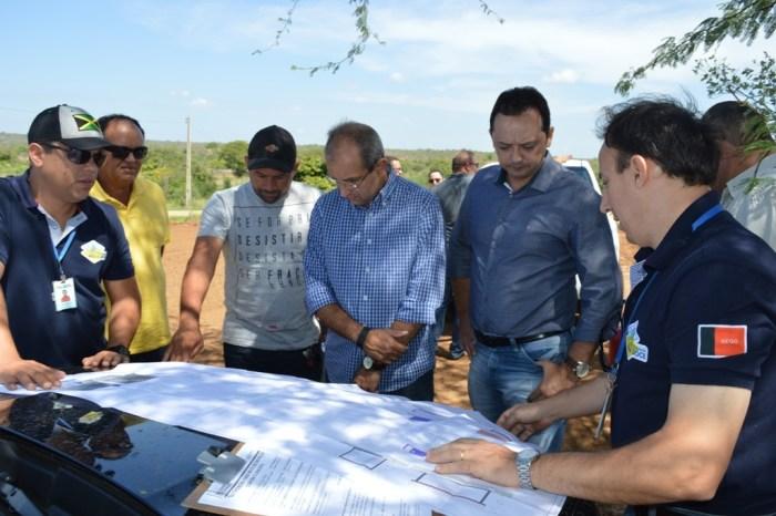Parceria entre Prefeitura e Estado leva água dessalinizada à zona rural de Sumé