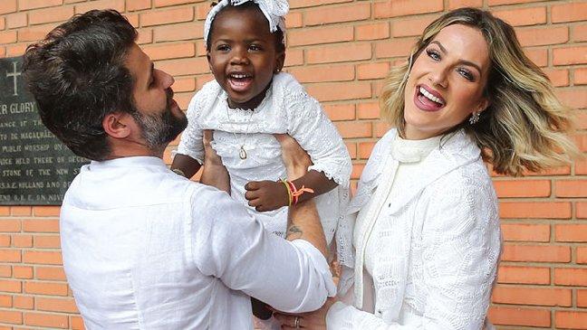 """""""Queremos adotar mais"""", diz Giovanna Ewbank"""