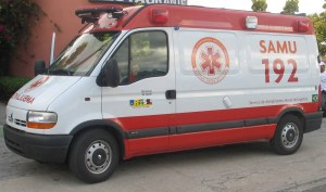 Equipe do Samu atende homem envolvido em acidente na tarde desta sexta em Monteiro