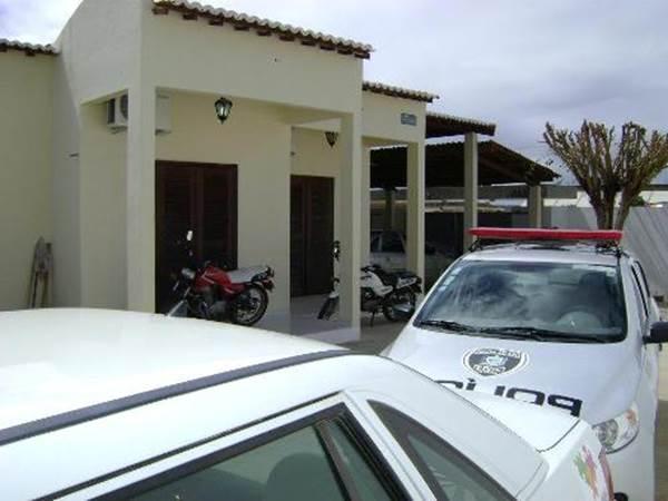 Acusado de tentativa de assalto é preso conduzindo moto embriagado em Monteiro