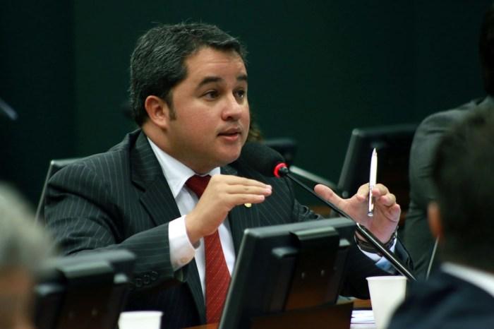 Efraim Filho quer proibir empréstimos do BNDES no exterior