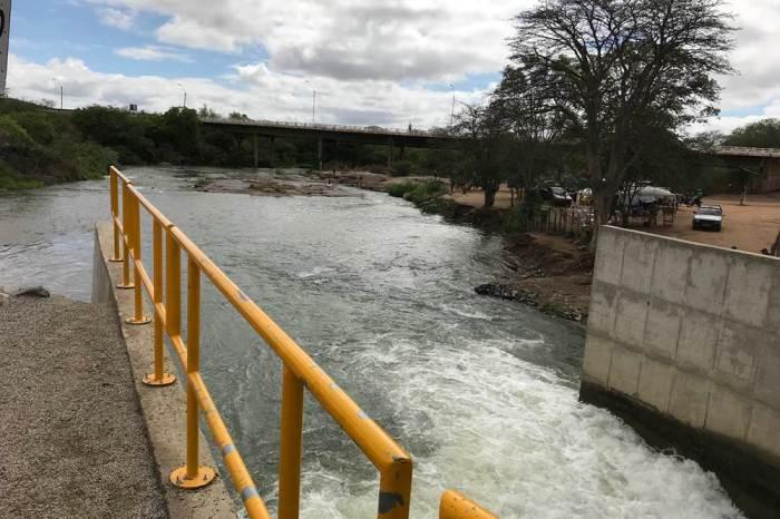 Transposição: MPF em Monteiro pede suspensão do bombeamento da água no eixo leste