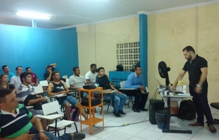 Professor do Cariri paraibano usa poesia para ensinar legislação de trânsito