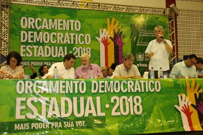 Ricardo participa de audiência do Orçamento Democrático e entrega benefícios para o Cariri