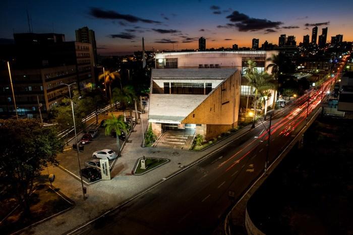 Teatro tem canto, cantoria e cinema de quarta a sábado em Campina