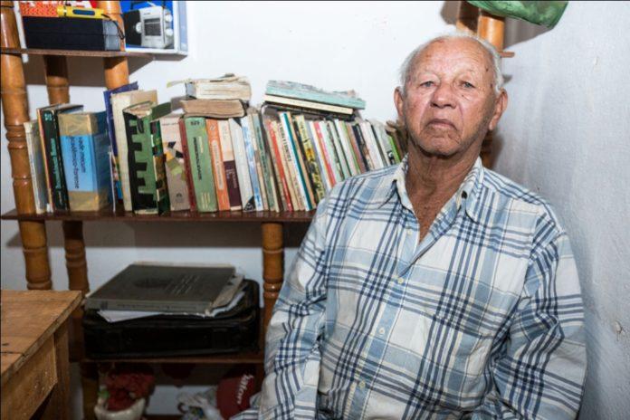Artista popular lança livro de poesias e contos de humor no Cariri