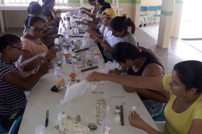 CRAS da Prata oferece curso de biscuit para mulheres beneficiárias do Bolsa Família