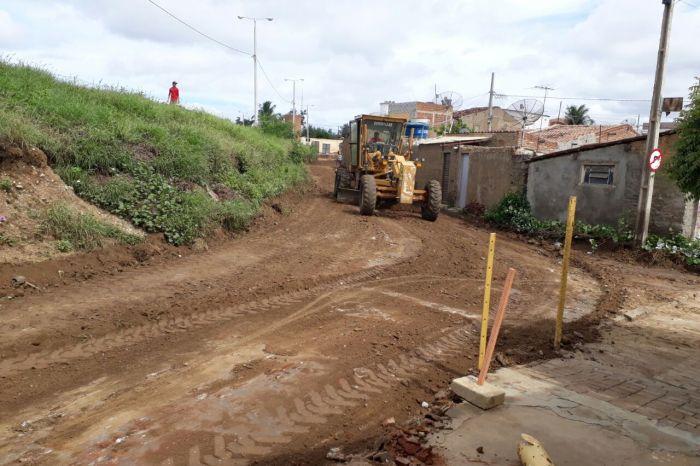 Prefeitura de Monteiro inicia calçamento de acesso a importante bairro da cidade