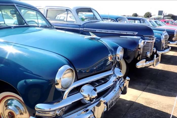 Evento reúne carros antigos e ações de solidariedade em Campina