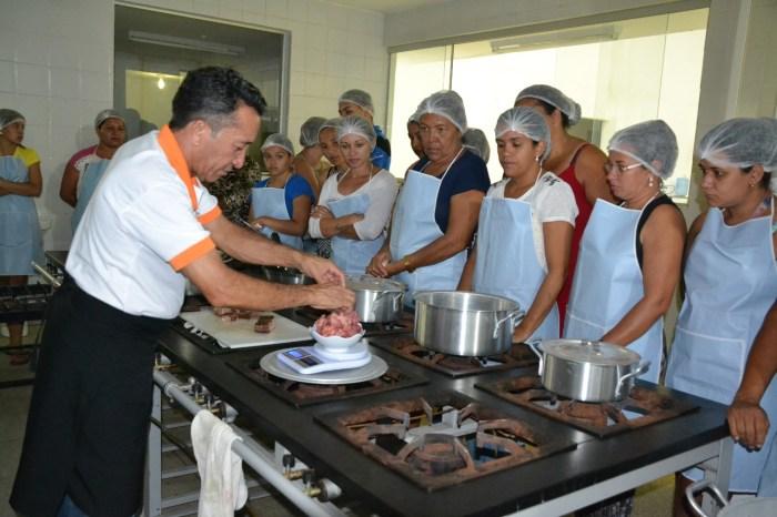 Curso de Gastronomia oferecido pela Secretaria de Desenvolvimento Social é iniciado em Monteiro