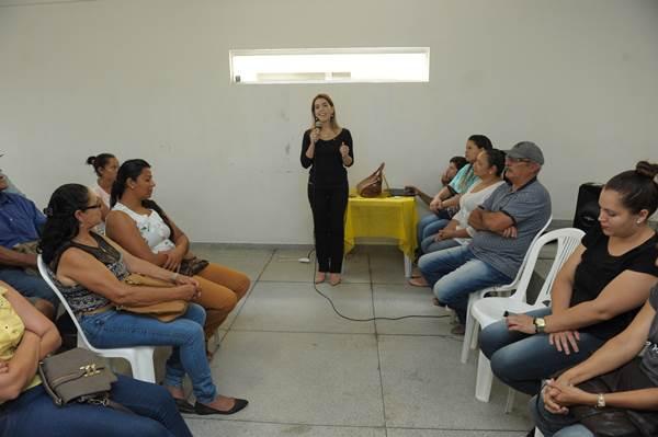 Anna Lorena participa de reunião com produtores vencedores da licitação do PNAE