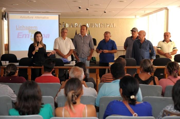 Anna Lorena participa do primeiro dia do Curso de Avicultura oferecido pela prefeitura