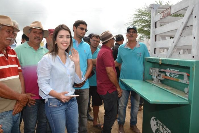 Prefeita Anna Lorena participa de evento no Centro de Comercialização de Monteiro