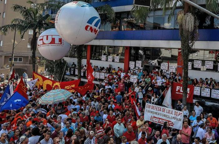 MOÍDOS DA REDAÇÃO: Prisão do ex-presidente Lula completará um ano, sob pressão