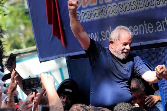 Defesa pede no STF prisão domiciliar para Lula