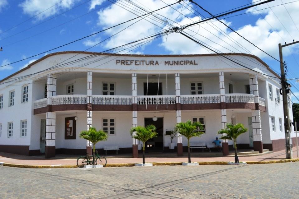 MOÍDOS DA REDAÇÃO: Prefeitura de Monteiro decreta luto oficial de três dias pelo falecimento do Deputado João Henrique