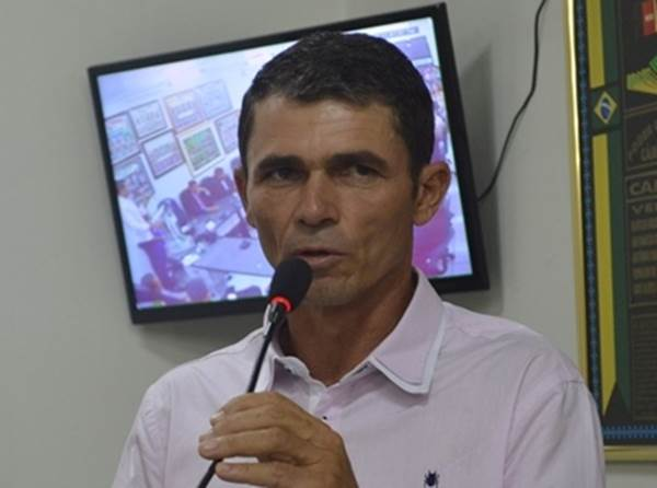 Prefeito de Camalaú anuncia bônus para professores e vai injetar quase 100 mil na economia