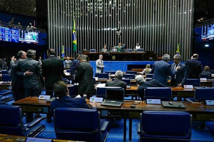 Senado aprova urgência para projeto que isenta diesel de PIS/Cofins