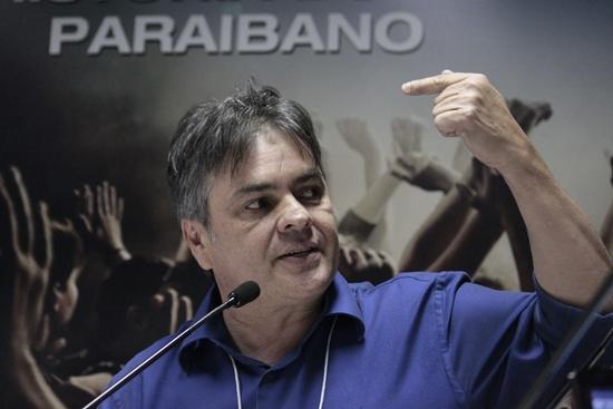 """""""Sinto saudades das pessoas, da política nem tanto"""", diz Cássio"""