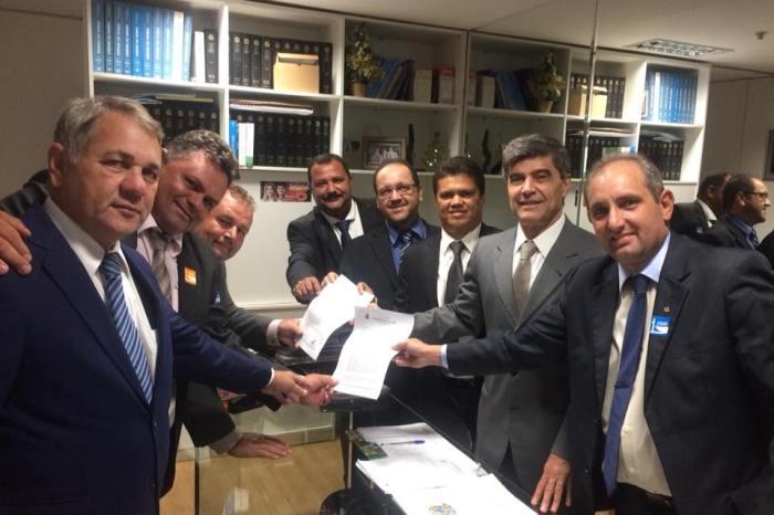 Vice-prefeito e vereadores de Sumé conseguem Centro de Hemodiálise do Cariri