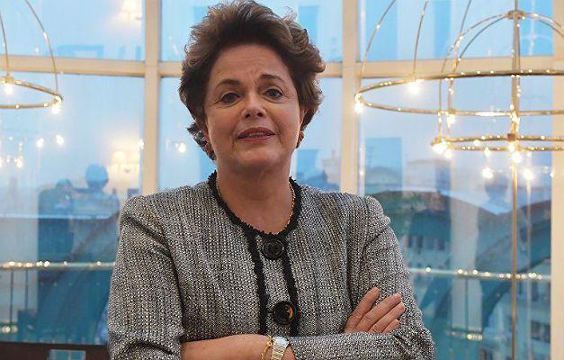 Dilma confirma pré-candidatura: 'Não vou me furtar da luta'