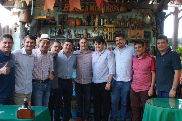Em CG: Romero reúne prefeitos em almoço com Cartaxo