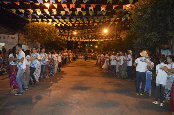 Mais de 60 casais participam da Quadrilha Renascer na cidade de Gurjão