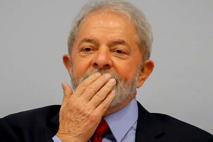 Presidente do TSE vê 'inelegibilidade' de Lula