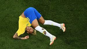 Bar promete bebida grátis a cada tombo de Neymar no jogo do Brasil