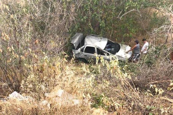 Homem fica inconsciente após acidente de carro na BR-412