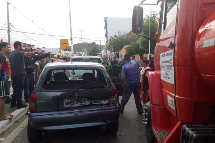 Acidente envolvendo três carros acontece em Sumé na manhã desta quarta-feira