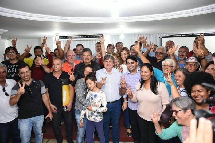 Prefeito de Sumé participa de evento em Campina com deputado e candidato a governador