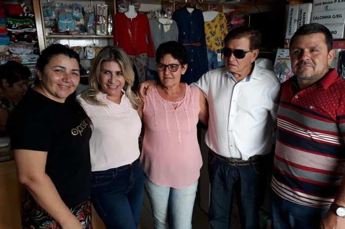 Em campanha para a Câmara Federal, Edna Henrique visita feira livre de Monteiro
