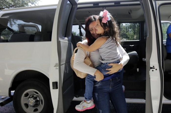 Dez crianças brasileiras ainda permanecem em abrigos nos EUA