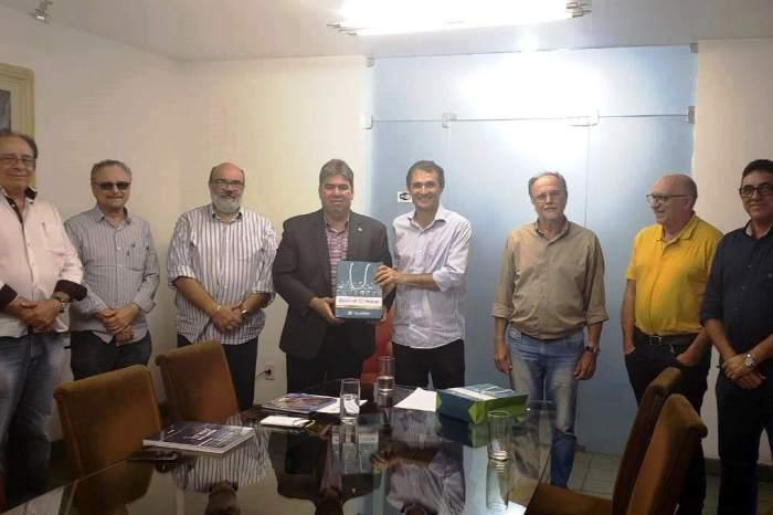 Presidente da Cooperativa Agropecuária do Cariri participa de reunião com prefeito de Campina