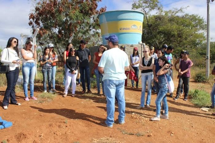 Estudantes do ensino médio de Parari-PB conhecem projetos do CDSA