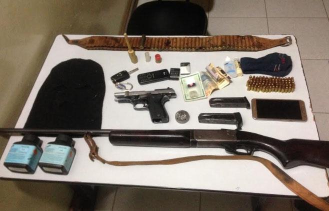Polícia apreende armas, prende trio e recupera moto durante operação no Cariri