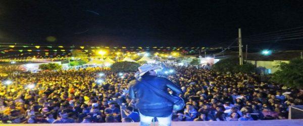 Vicente Nery anima encerramento da festa de N. S. do Desterro em Caraúbas