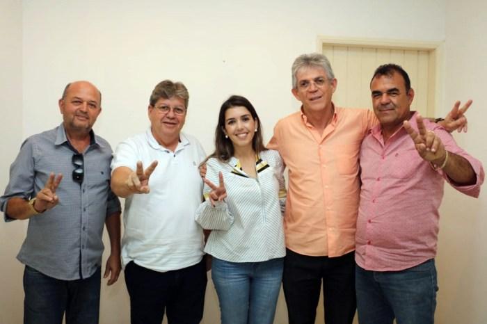 Prefeita, vice-prefeito e vereadores de Monteiro aderem à pré-candidatura de João Azevêdo