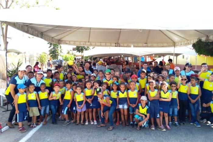 Alunos da zona rural de Monteiro visitam e prestigiam programação da 6ª Expoprata