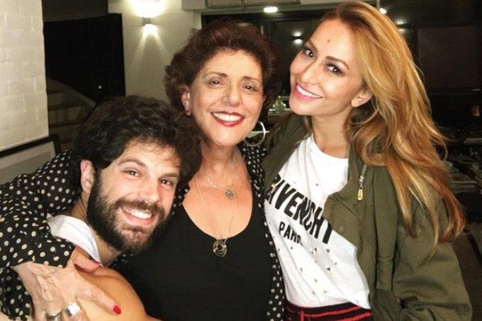 Tici Pinheiro estraga surpresa e revela nome da filha de Sabrina Sato