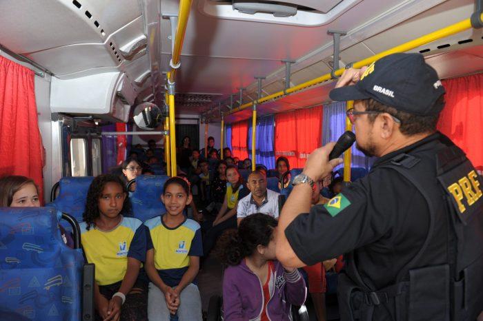 Alunos de escolas Municipais recebem palestras da Polícia Rodoviária Federal em Monteiro
