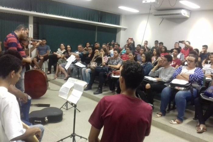IFPB recepciona estudantes de Des. de Sistemas, Const. de Edifícios e Instrumento Musical