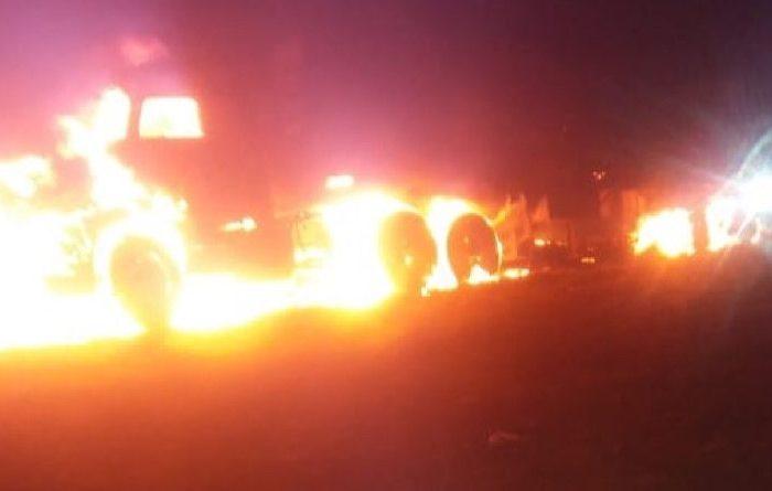 Incêndio destrói caminhão e carreta na cidade de Monteiro